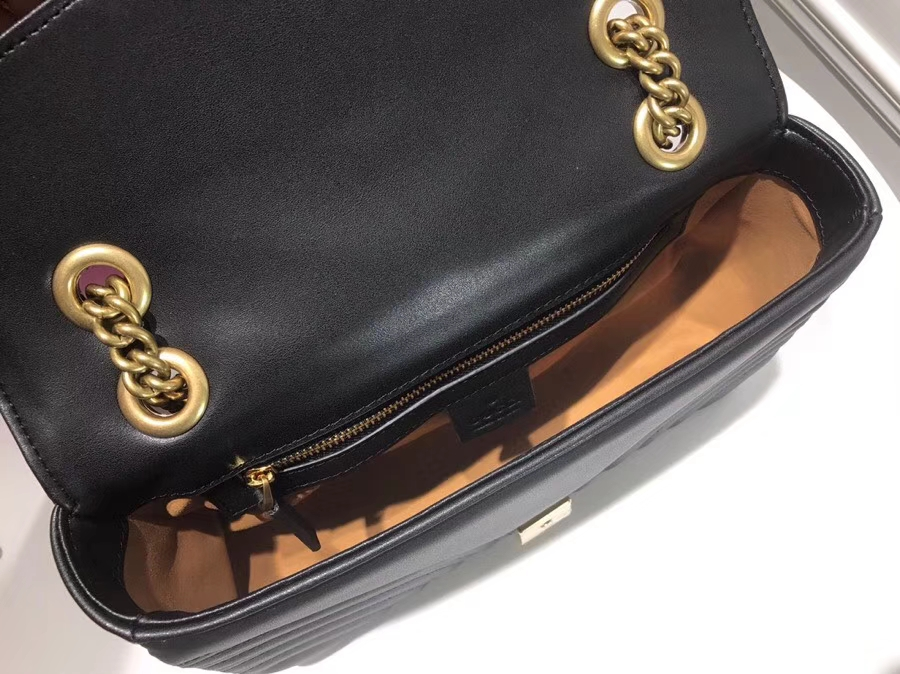 GUCCI 家最新 Marmont 绗缝链条包 443497 黑色 链带波浪纹肩背包 牛皮面料尽显时尚魅力 26cm
