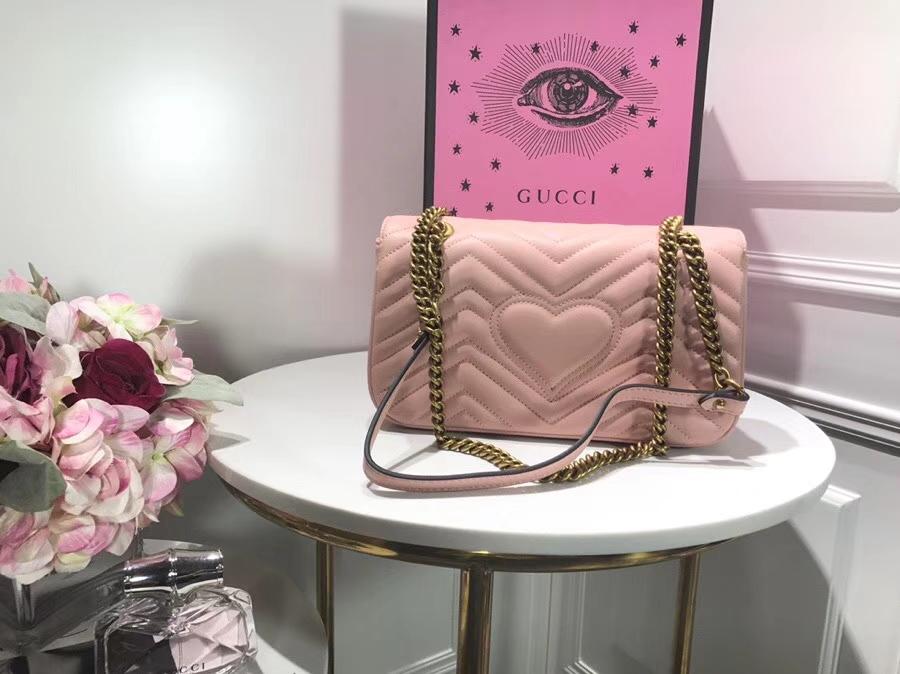 GUCCI 家最新 Marmont 绗缝链条包 443497 粉色 链带波浪纹肩背包 牛皮面料尽显时尚魅力 26cm