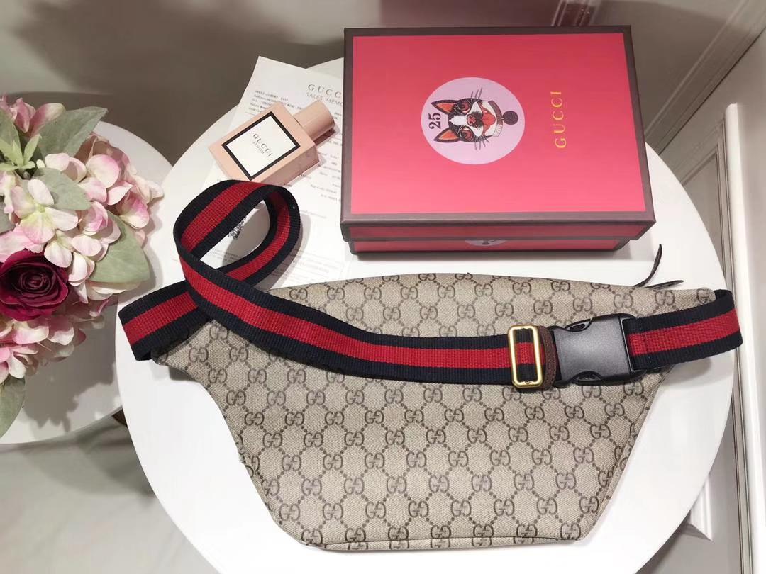 Gucci瞩目的包包 493869 徽章标志时尚圈~明星圈同款这款正席卷着整个时尚潮流圈 28×18×8cm
