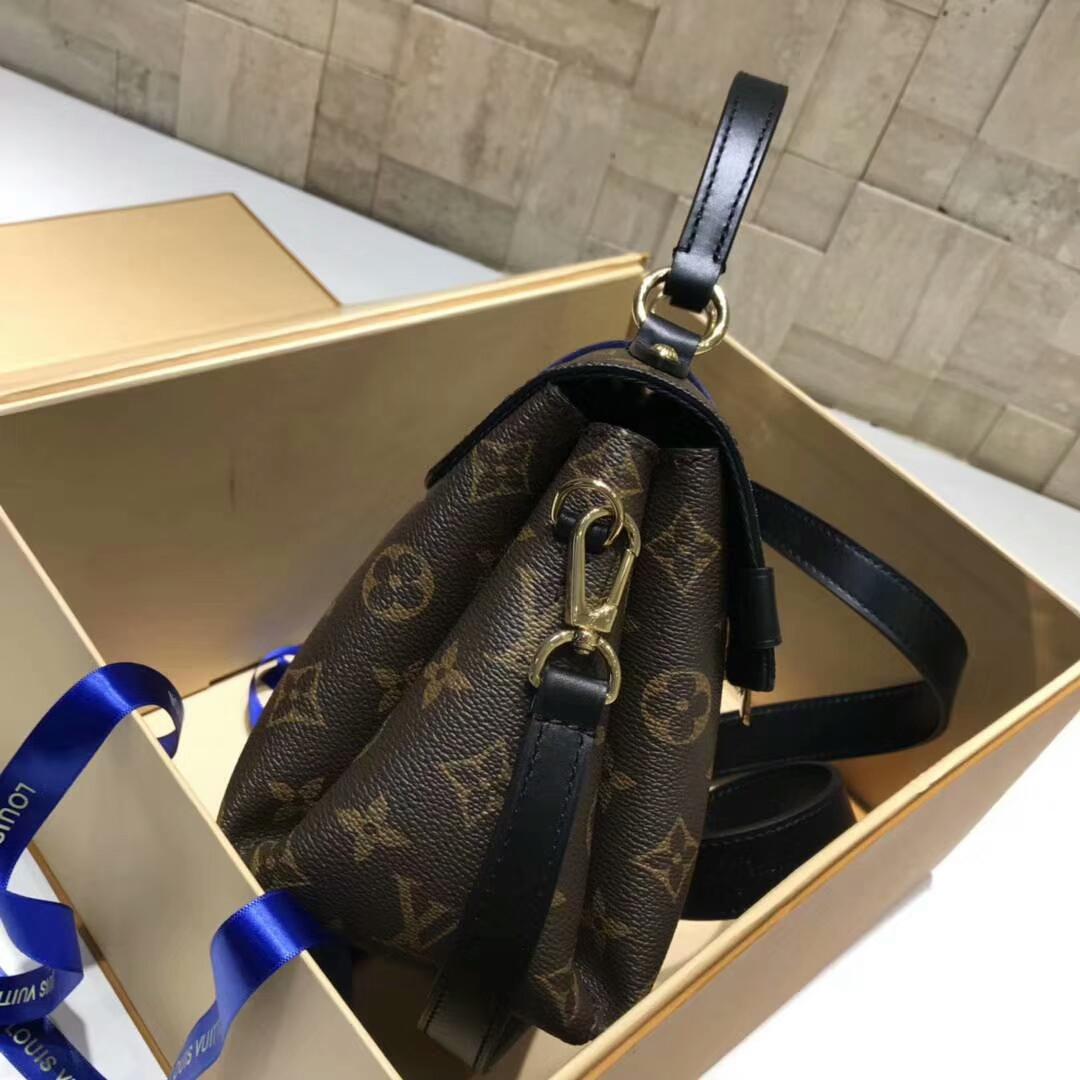 LV包包官网 新版邮差包小号43780 立体感刺绣 时尚热门