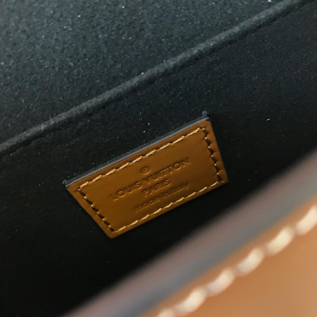 广州包包批发 驴家19年春夏邮差44160 超强的复古范 双面双囊 一面搭扣一面插扣