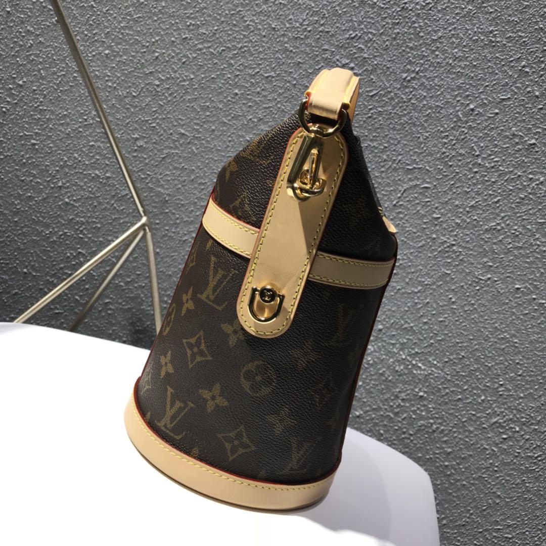广州白云皮具城 复古简约大气水桶包62789时尚感十足 小水桶大容量超级实用
