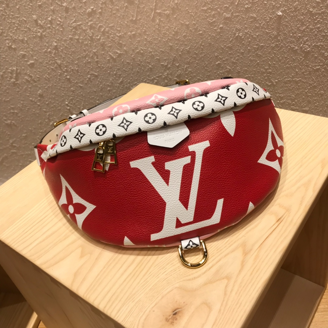 路易威登包包 粉拼红胸包44418 圣诞跟新年的最佳选择