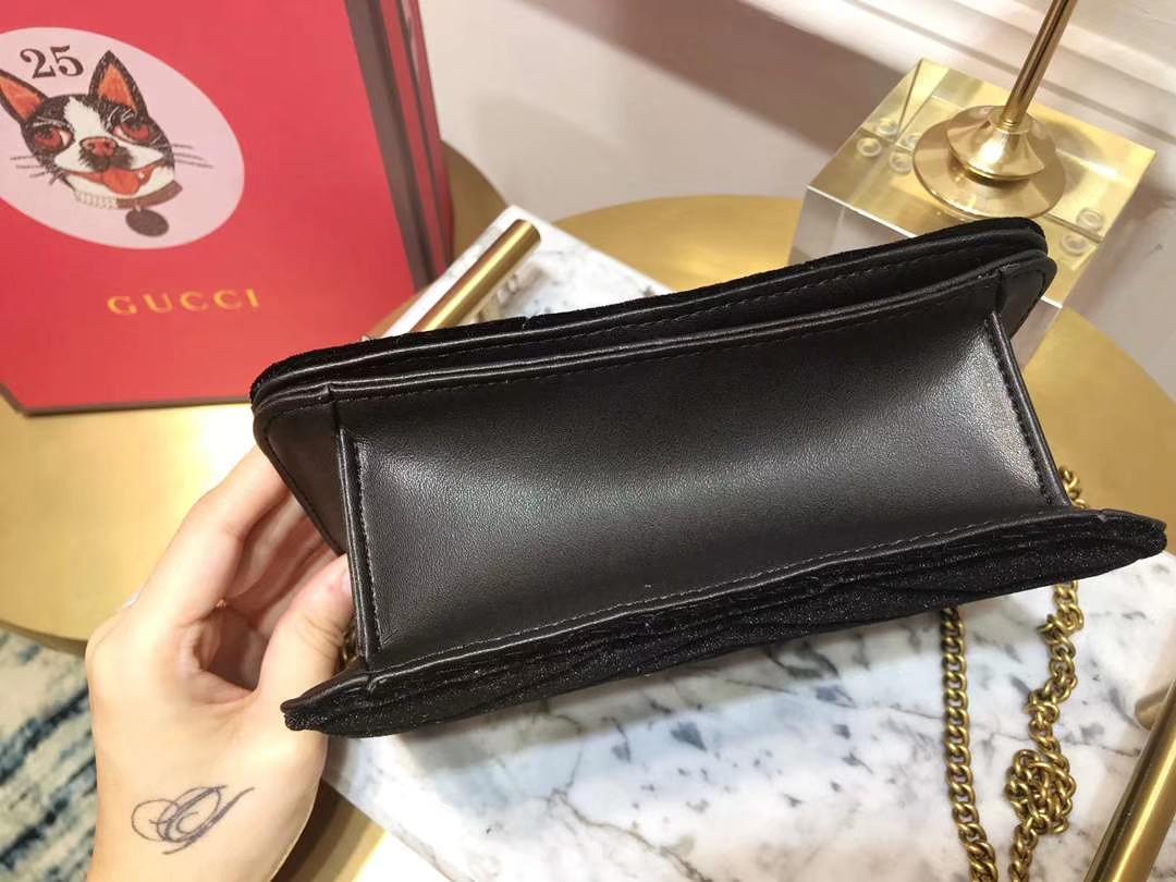 GUCCI(古驰)Marmont特别系列手袋 488426 黑色 闪亮的金属感亮片刺绣 18×10.5×4.5cm