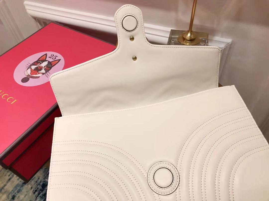 GUCCI(古驰)最新款包波浪纹链条包 498079 白色 精选小牛皮 定制正品黄铜大五金 30×20×4cm