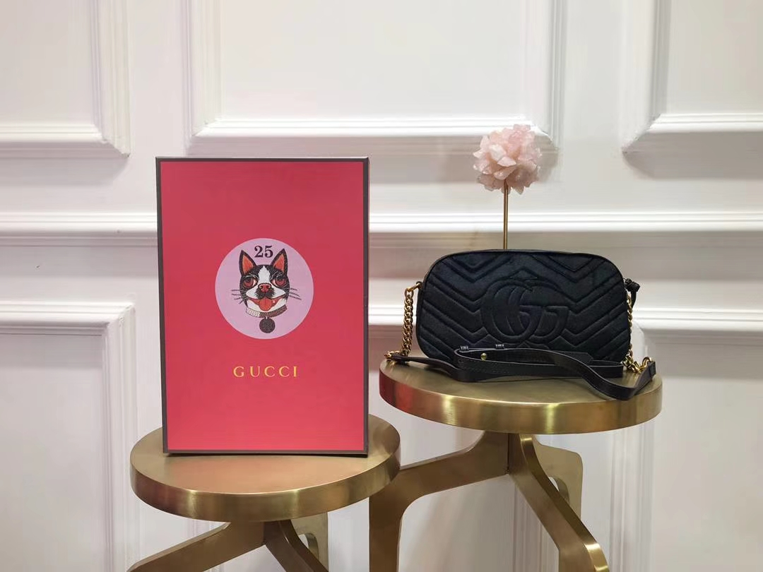 GUCCI(古驰)最新Marmont 绗缝波浪纹链条包 447632 黑色 天鹅丝绒 时尚博主名模明星新爱宠小包 24cm