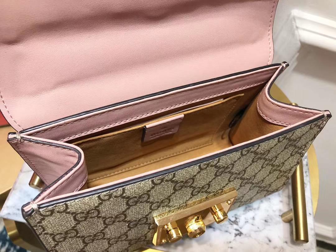 GUCCI(古驰)Padlock 409487 复古色配粉色 经典蜜蜂系列展现温婉动人 甜蜜特别的创意 20×15.5×5cm