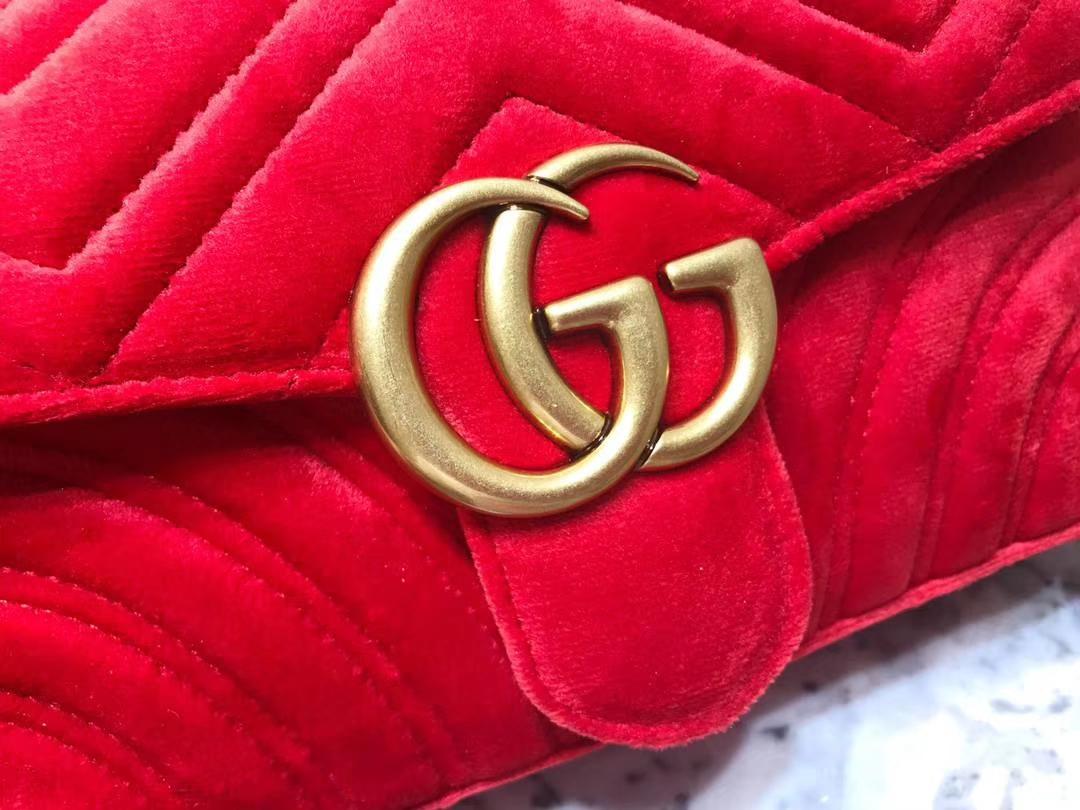 GUCCI(古驰)最新Marmont 绗缝链带波浪纹肩背包 446744 红色 天鹅丝绒面料 名模明星最新爱宠