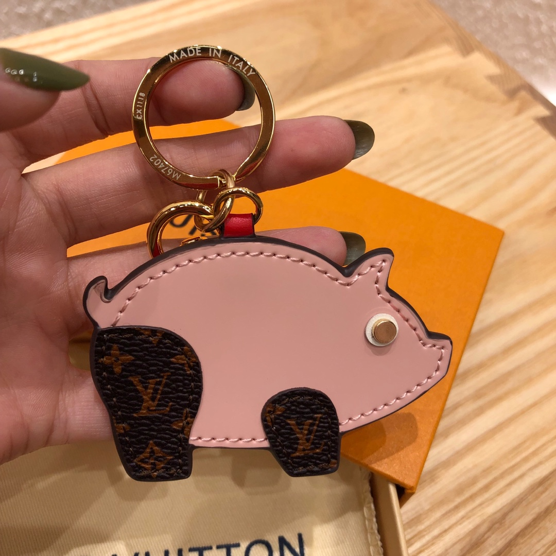 广州白云皮具城 LV包包配饰迷你猪 让你的包包瞬间出彩