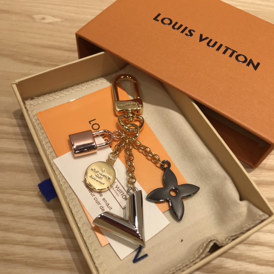 广州白云皮具城 LV包包配饰V锁短链2266 让你的包包瞬间出彩