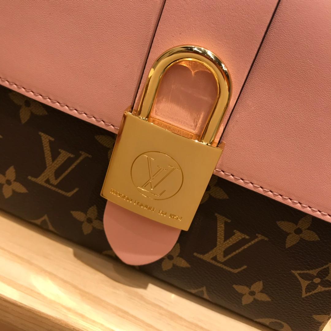 路易威登官网 最新Locky小邮差包44321 很有质感的五金锁 老花拼粉色