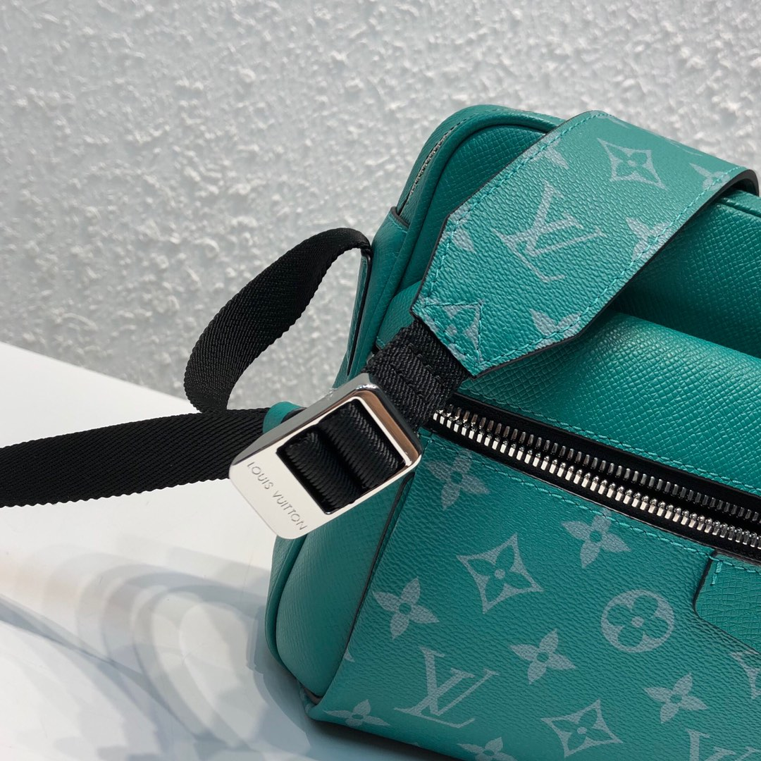 LV最新 Taigarama系列43843 结合了品牌经典的taiga皮质和Monogram帆布 绿色