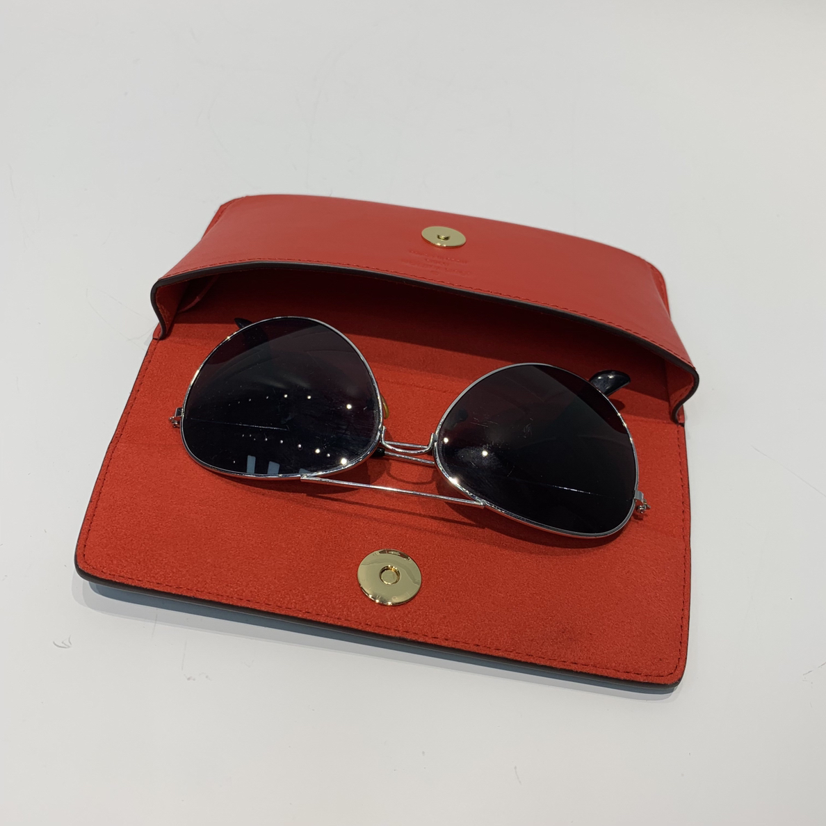 LV包包批发 眼镜的最佳伴侣眼镜包44355 保护心爱的墨镜