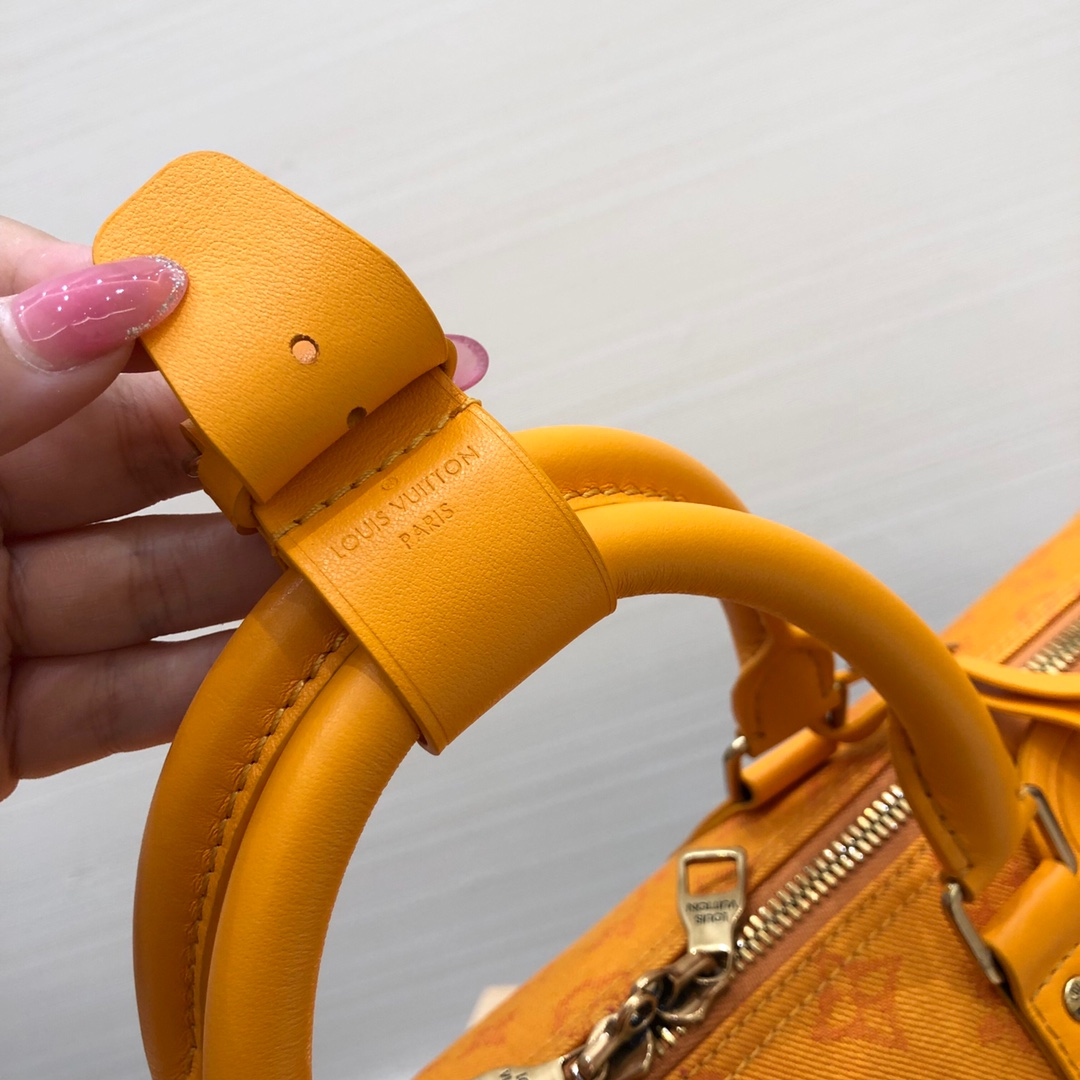 路易威登官网 lv早秋限量牛仔系列44643 耐看又实用 时尚感很强