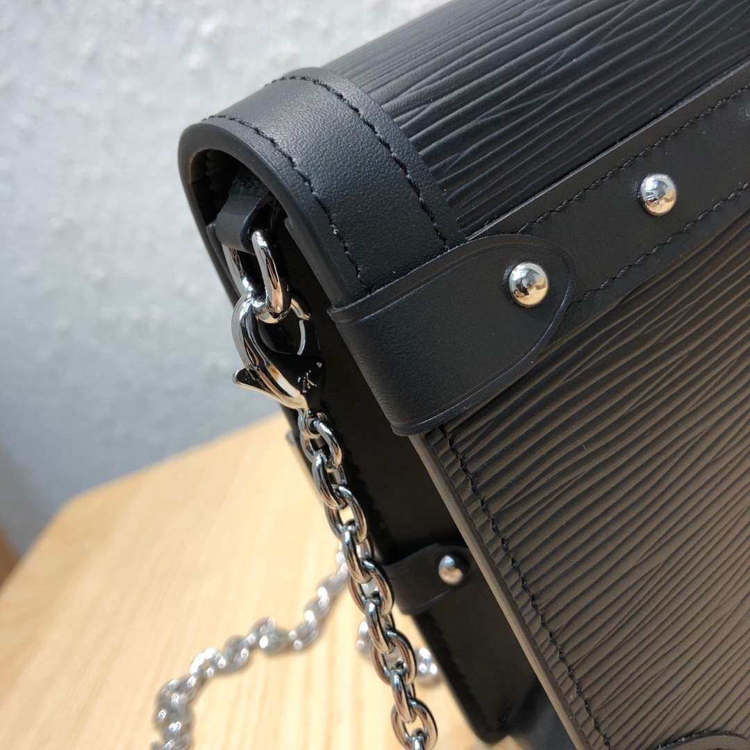 LV包包爆款 水波纹链条信封包53050 秀气精致超显气质 可肩背斜挎