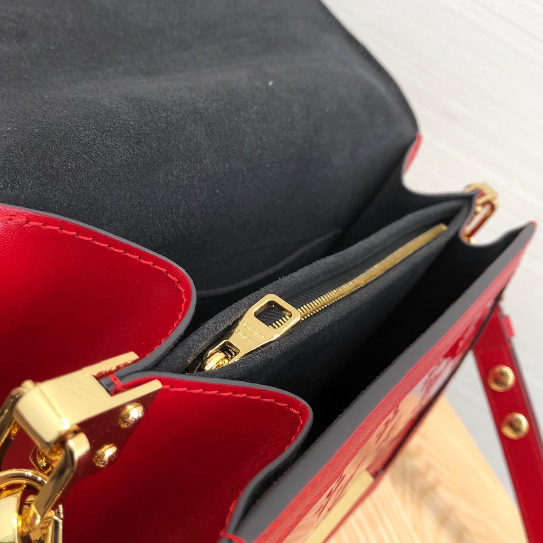 LV包包批发 爆款斜挎包红色44158 包型简单又好搭配 简洁的设计