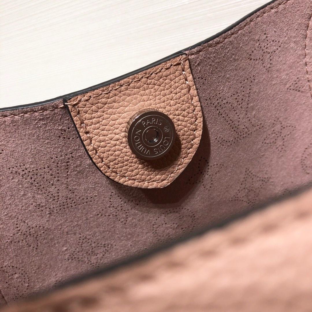 路易威登官网 HINA编织款41059 设计独特 小牛皮裁制而成并采用镂花装饰
