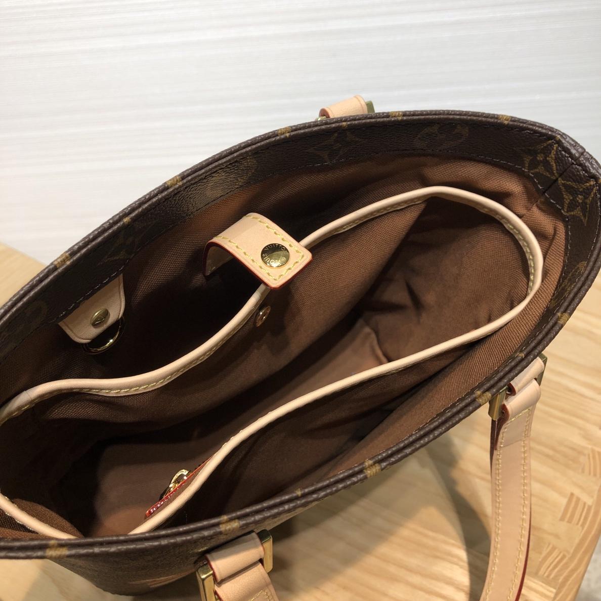 【¥750】广州包包批发 LV村上隆合作限量款手提袋50712 调皮可爱且独特的风格设计