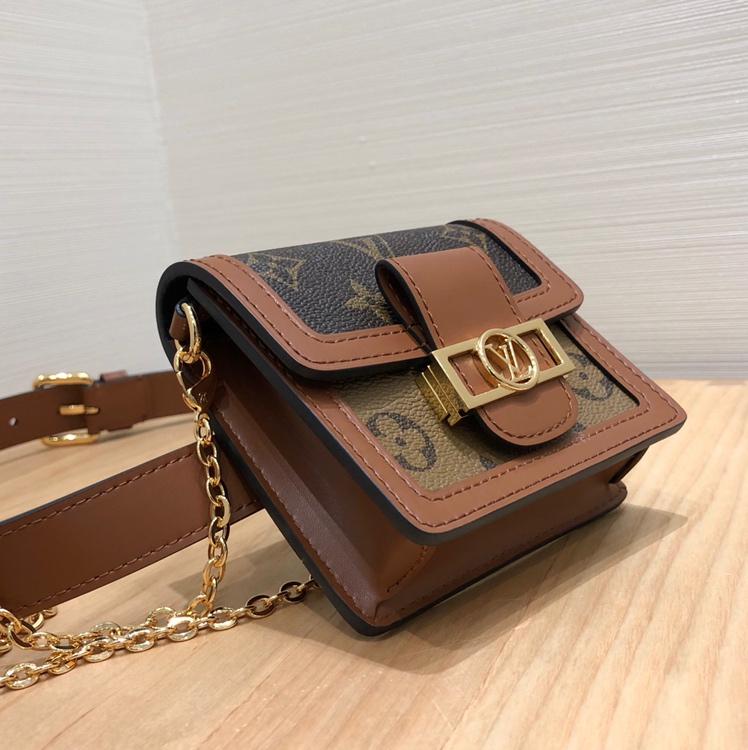 路易威登包包 达芙妮bb腰包44166 一个包可凹出多种风格