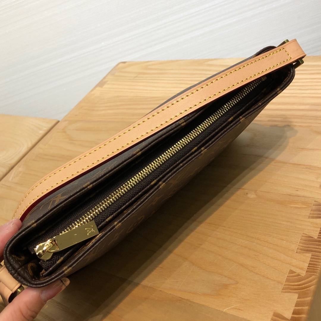 【¥690】广州白云皮具城 LV经典版挎包50716 调皮可爱且独特的风格设计