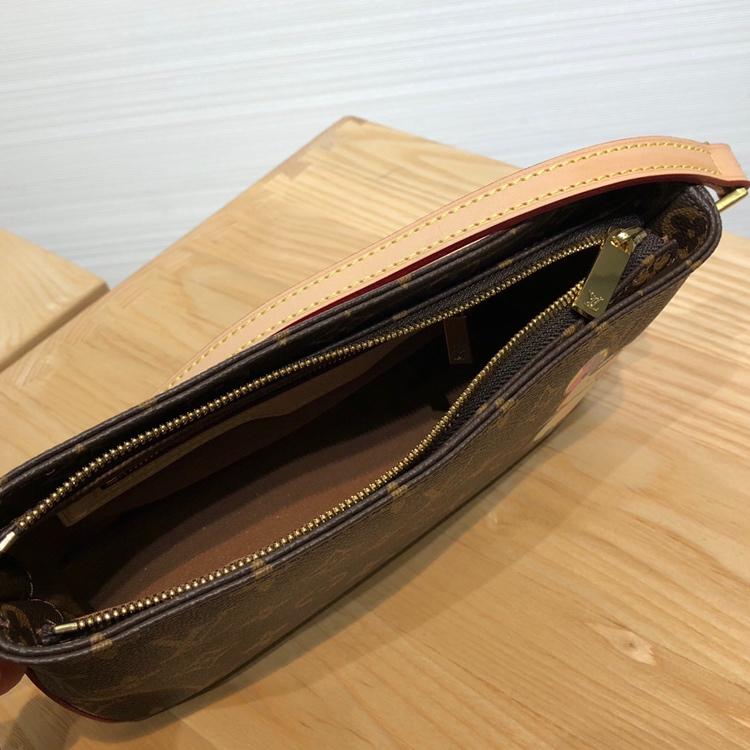 【¥690】LV村上隆合作限量款小斜跨包50716 调皮可爱且独特的风格设计 绝版美物