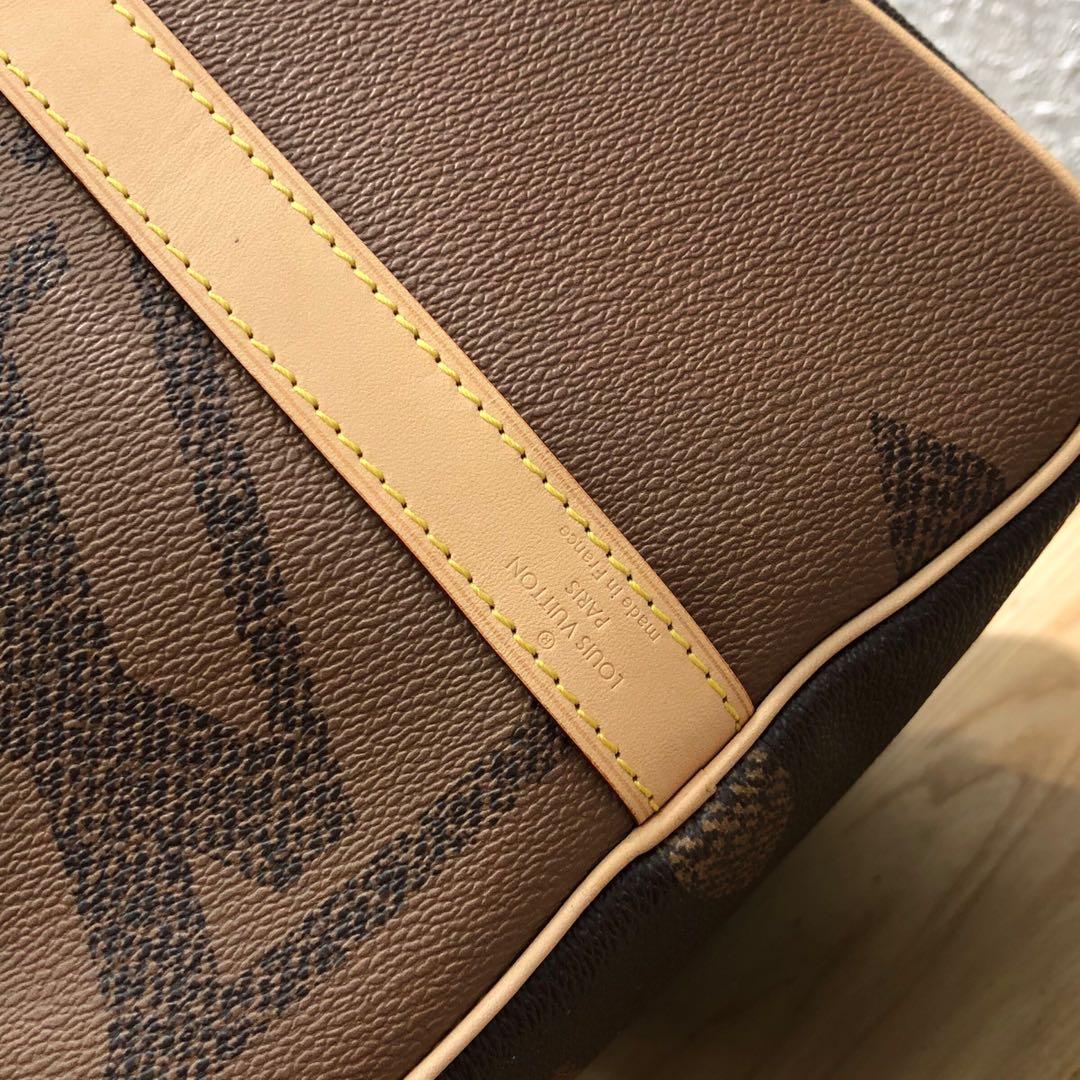 LV包包厂家 MonogramGiant系列枕头包30cm61250 耐看又俏皮 吸睛和时髦