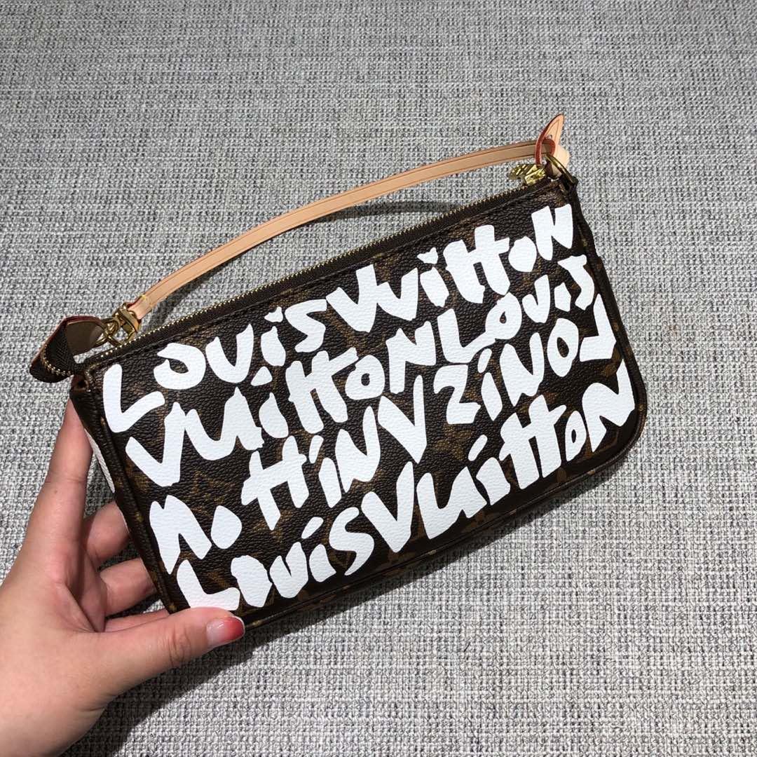 路易威登官网 Vintage字母涂鸦麻将包51980 时尚魅力