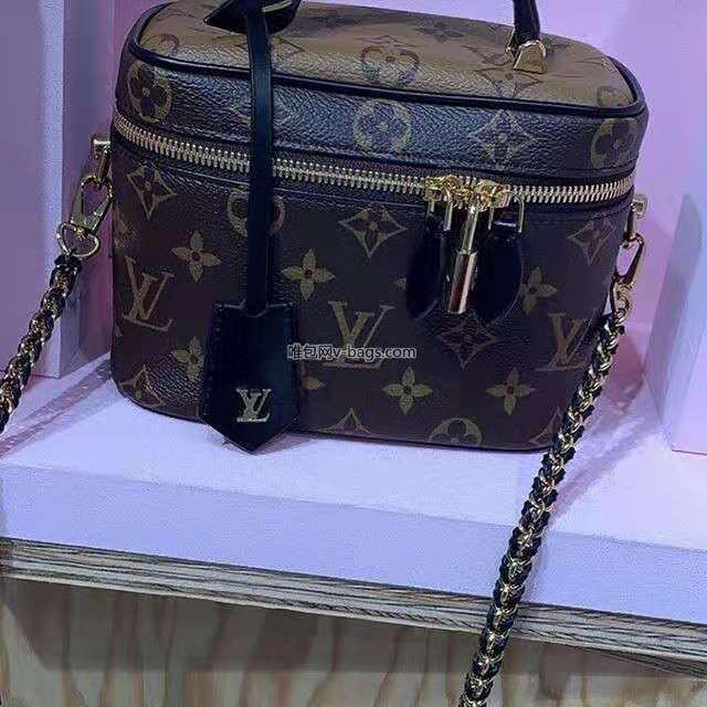 【¥1020】LV包包 2020春夏新款复古风化妆箱包50138 全新链条设计超级酷