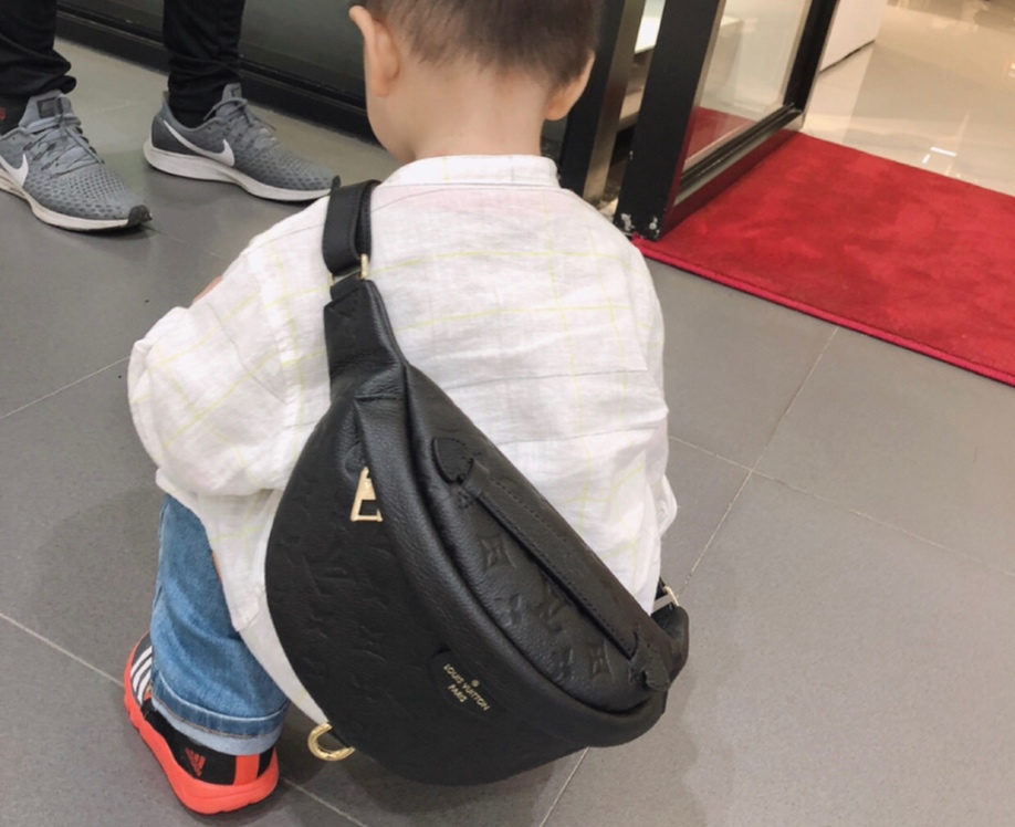 LV包包批发 时尚圈大热门全皮饺子包43646 造型犀利 多种背法 肩带可调节