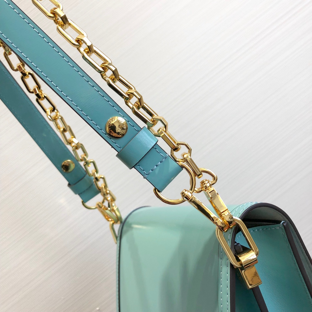 LV包包爆款 达芙妮秋冬新颜色44162 包型简单又好搭配 简洁的设计