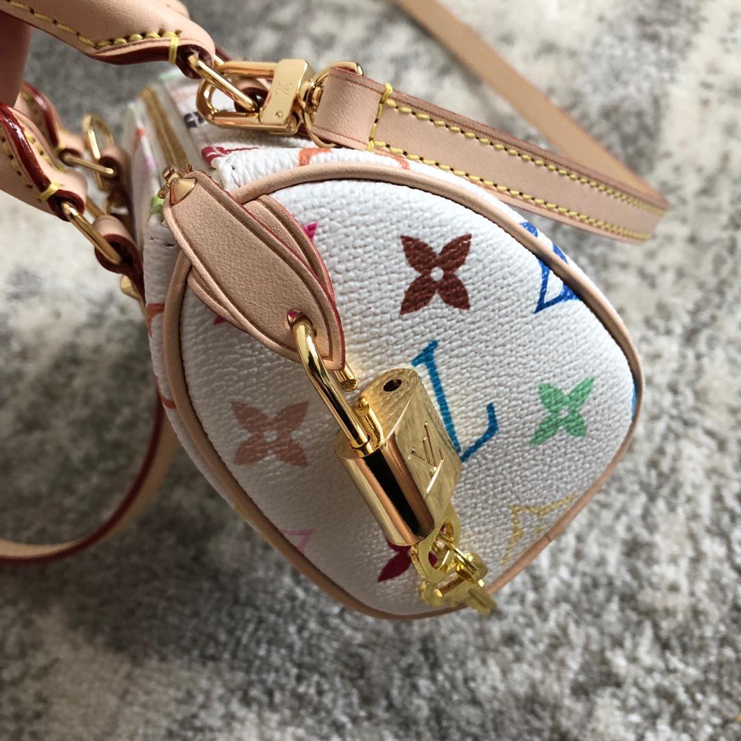 广州白云皮具城 绝版三彩mini枕头包67766 内里是很美的红丝绒 极具收藏价值