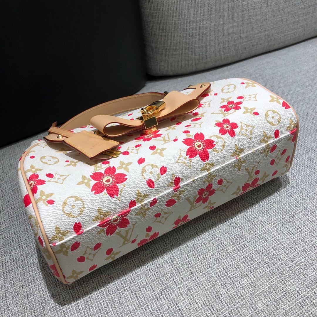 【¥750】路易威登官网 LV村上隆樱花限量版麻将包67762 樱花跟蝴蝶结的结合 少女心爆发