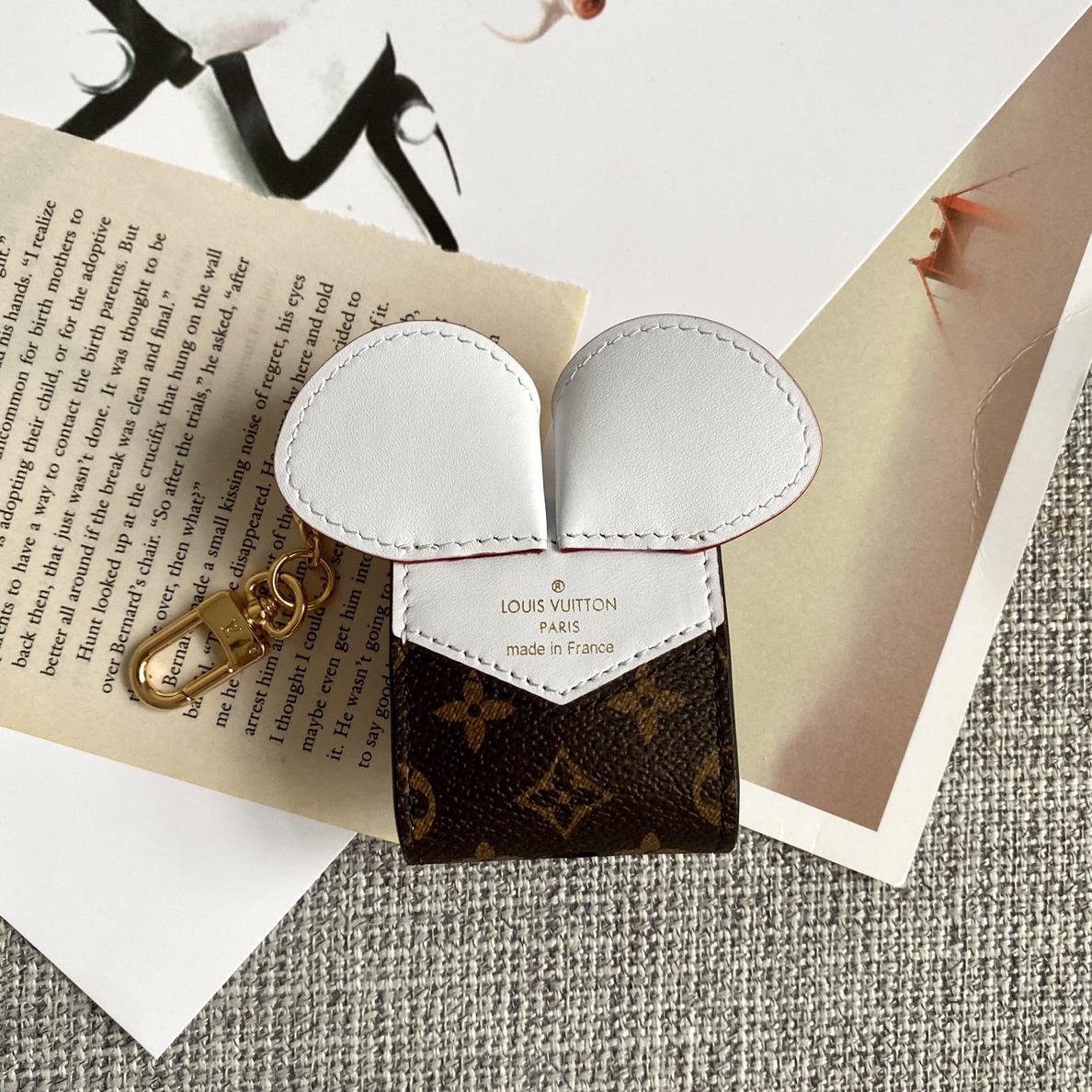 LV包包批发 鼠年小物件2020 能放耳机盒的小挂件