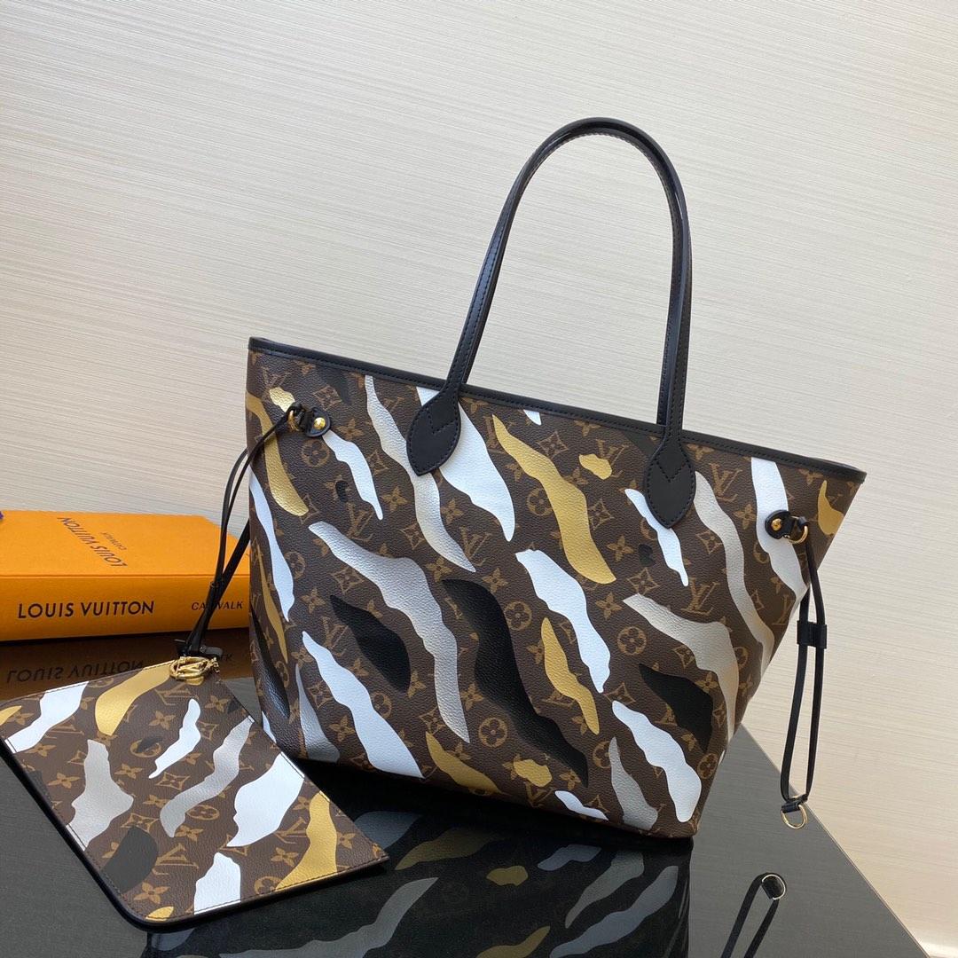 LV&LOL英雄联盟限量系列购物袋40158 以Monogram帆布迷彩为主题 极具灵性活力又庄重