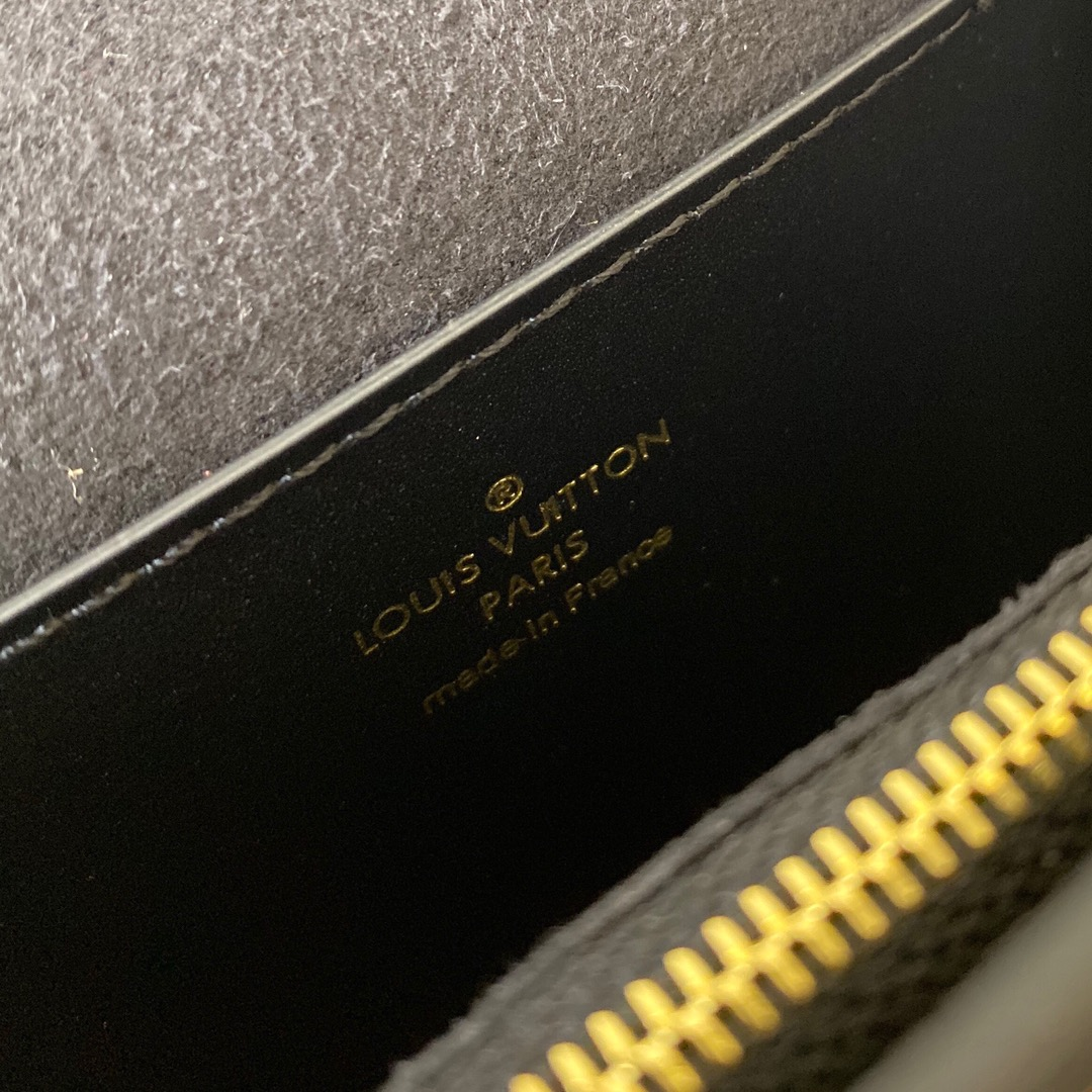 LV&LOL英雄联盟限量系列44166 以Monogram帆布迷彩为主题 帅气之余摩登时髦程度也爆表