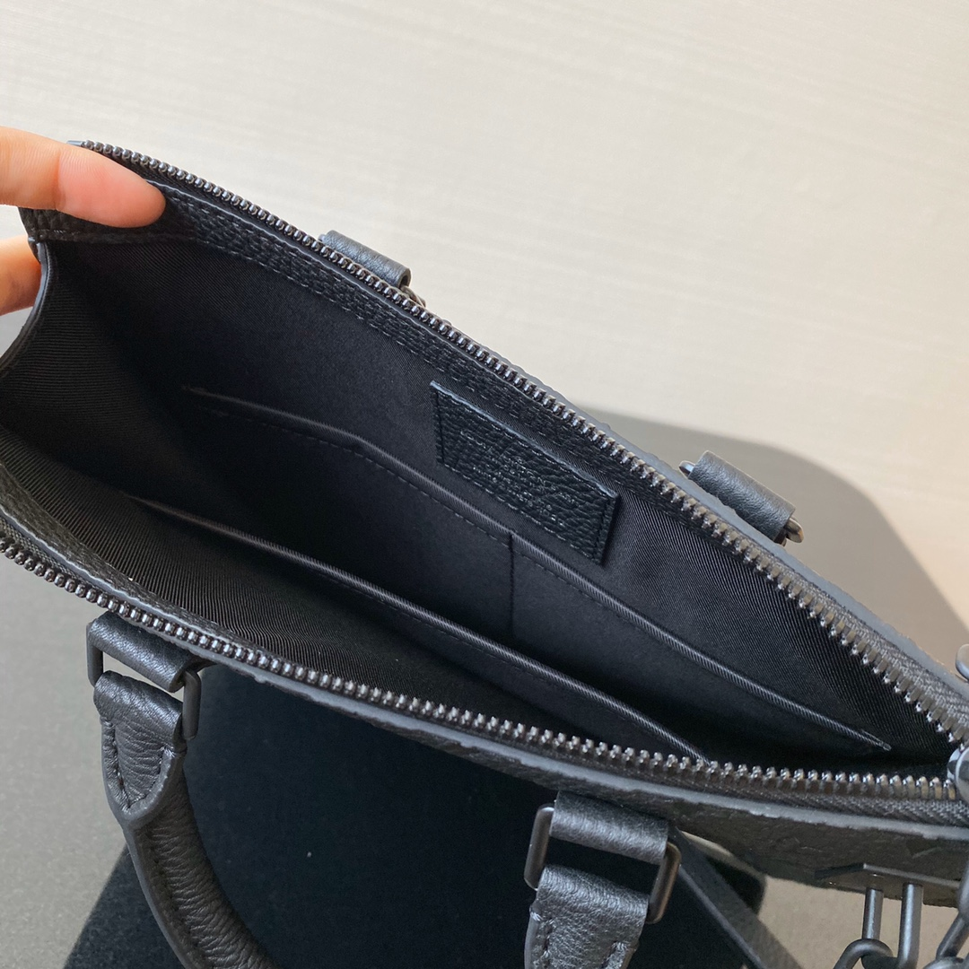 【¥1280】LV最博人眼球的竖款Tote Bag55891 经典压纹Monogram图案搭配金属环扣链条设计