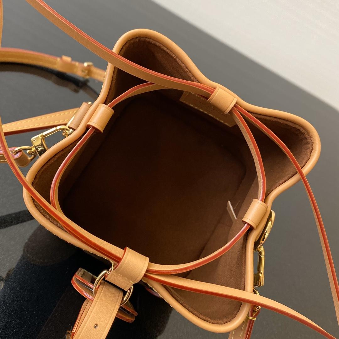 驴家新款走秀mini水桶包57099 复古随性的感觉 小吊牌设计吸睛无数 日常穿搭装备