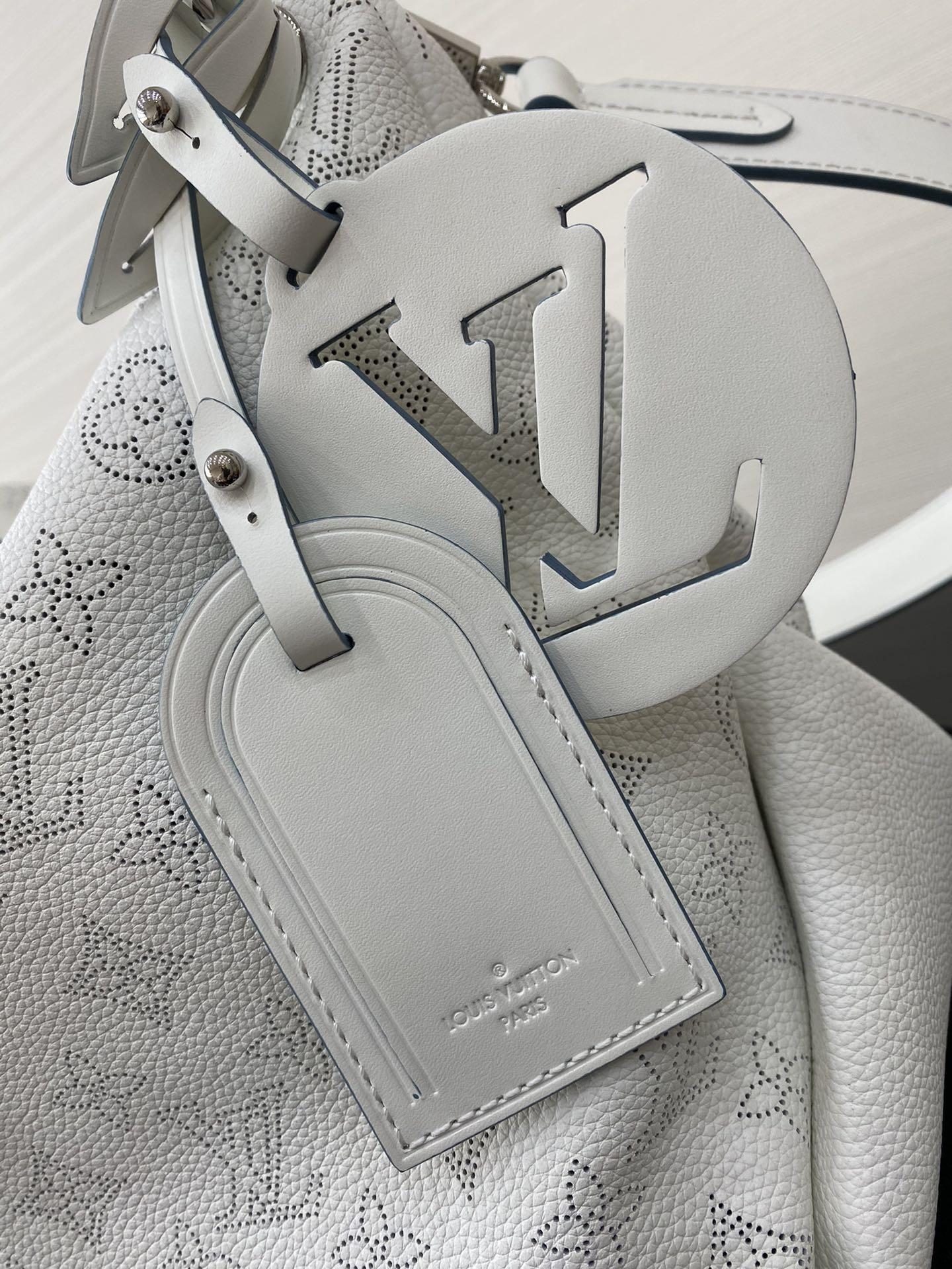 路易威登官网 新款全皮镂空包41060 手感很软质感满满 全镂空皮面设计