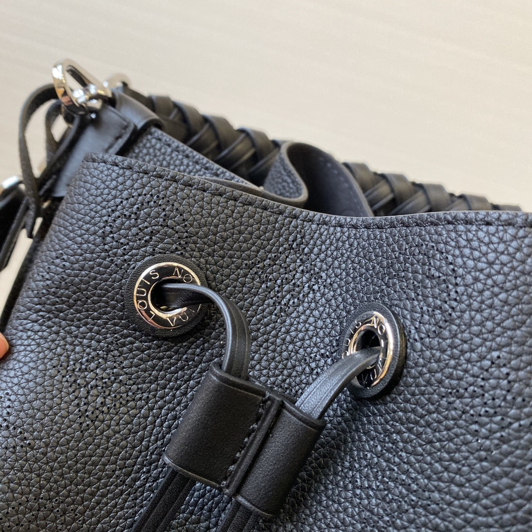 路易威登官网 新款全皮镂空包55800 手感很软质感满满 全镂空皮面设计