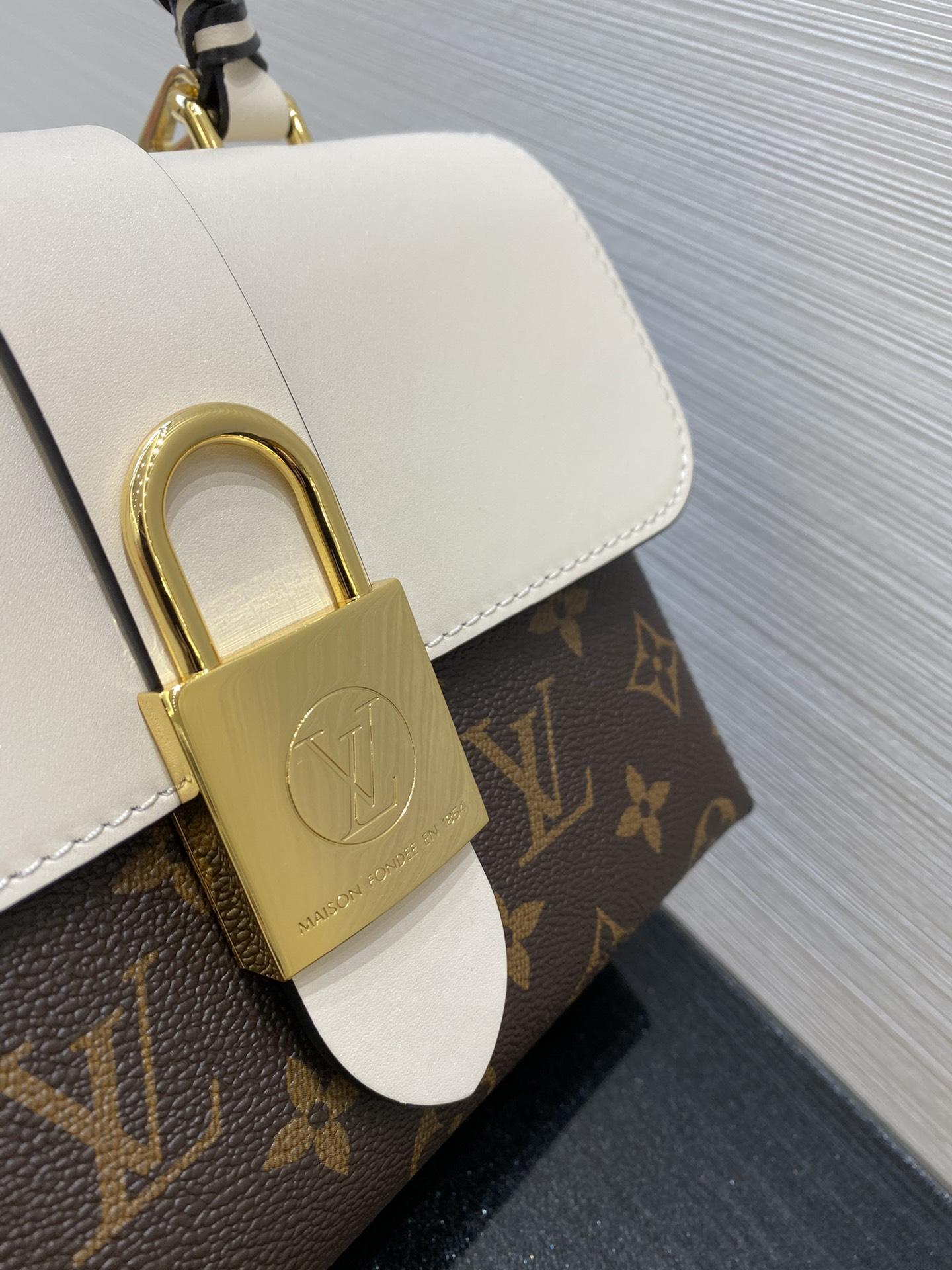 【¥800】LV包包批发 最新Locky小邮差包44321 很有质感的五金锁 复古又耐看