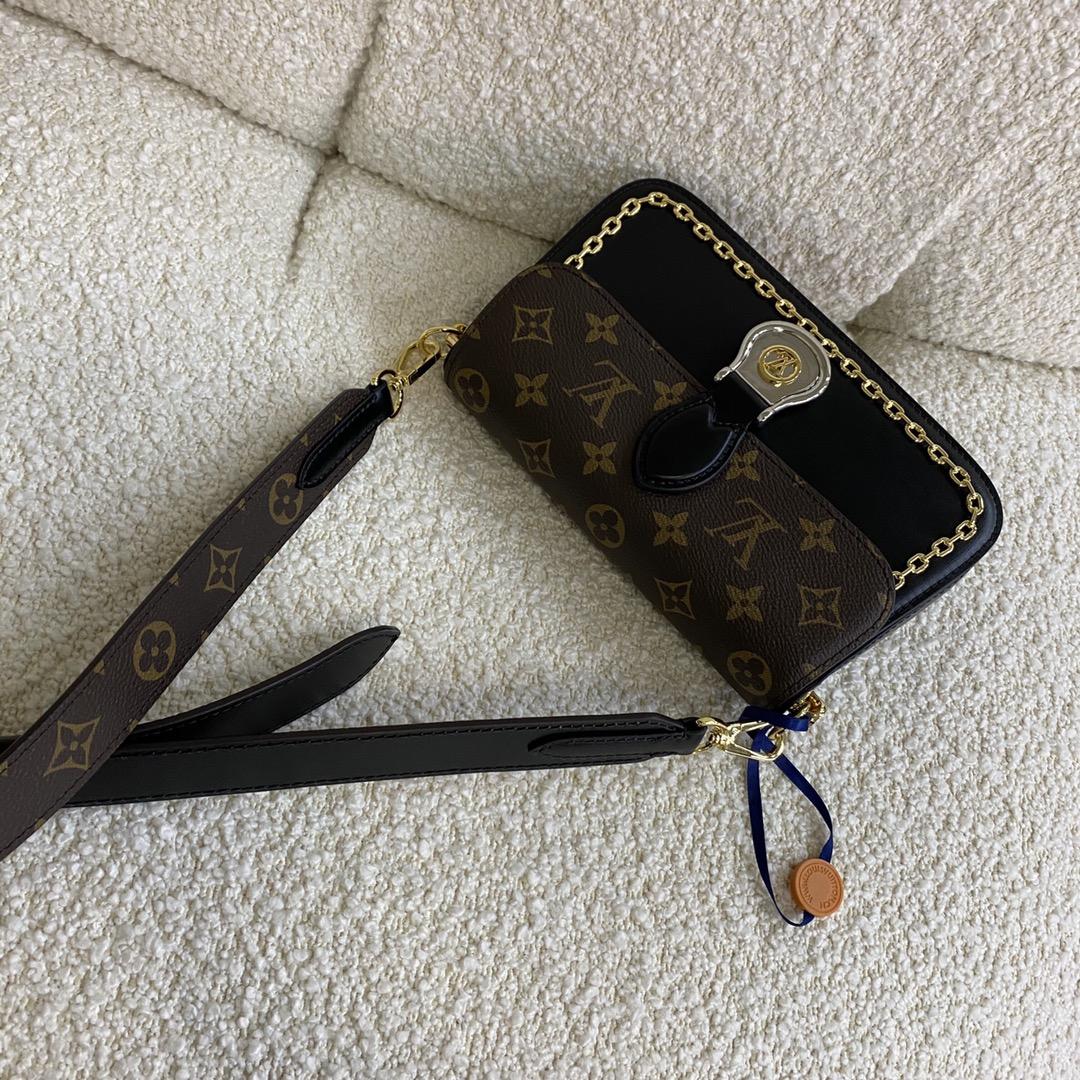 【¥1350】驴家2020最新超美秋冬款 Ghesquiere手袋45559 盾牌搭扣最为亮点 金银点缀环形v徽章