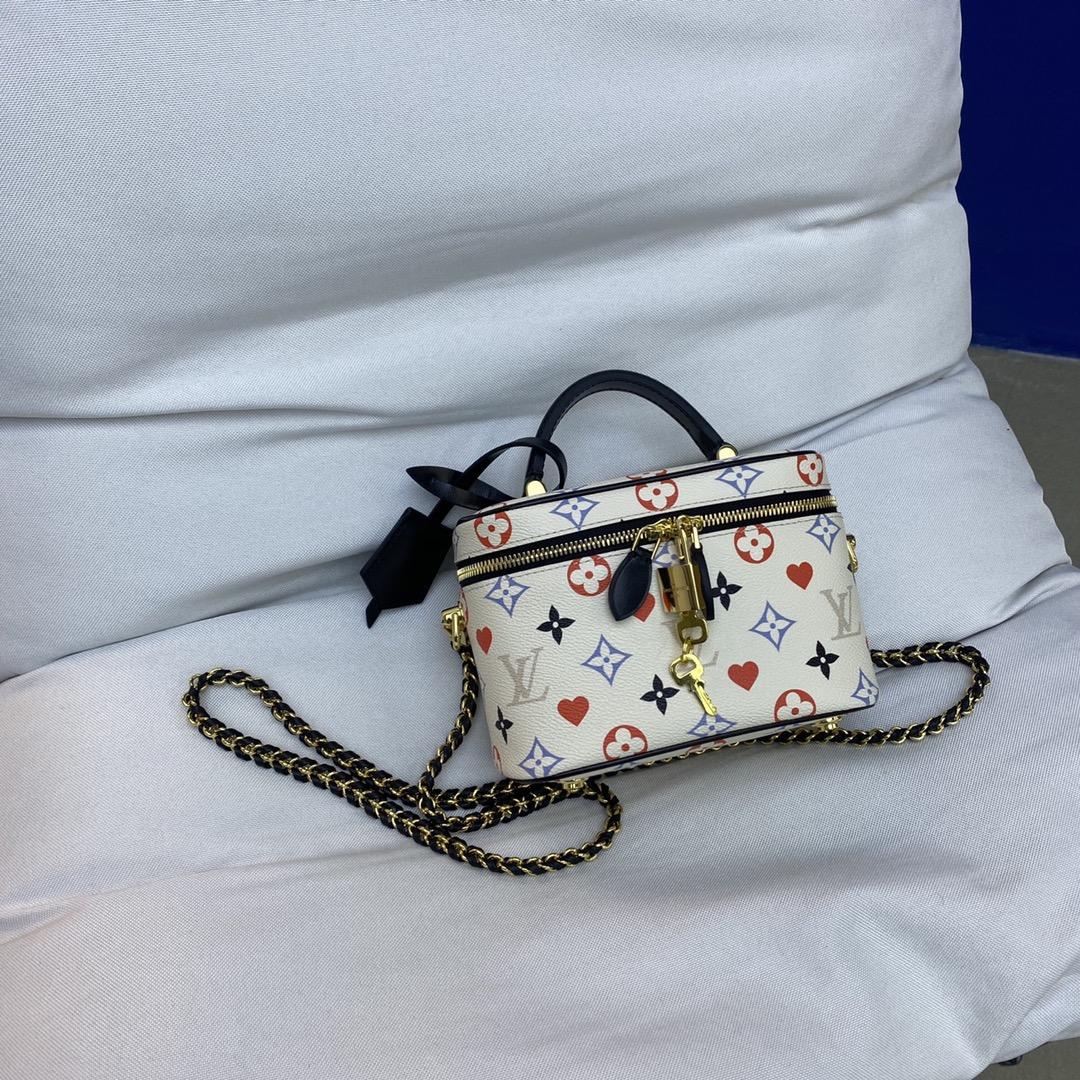 【¥1020】LV包包 2020春夏新款复古风化妆箱包白彩50138 全新链条设计超级酷