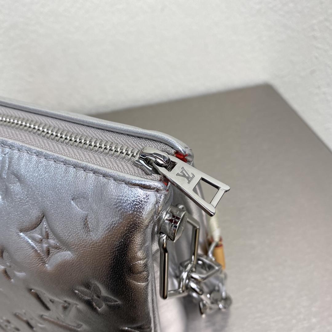 【¥1480】驴家2021新款包包57793 明亮简约的配色和设计 大包与金属肩带的搭配