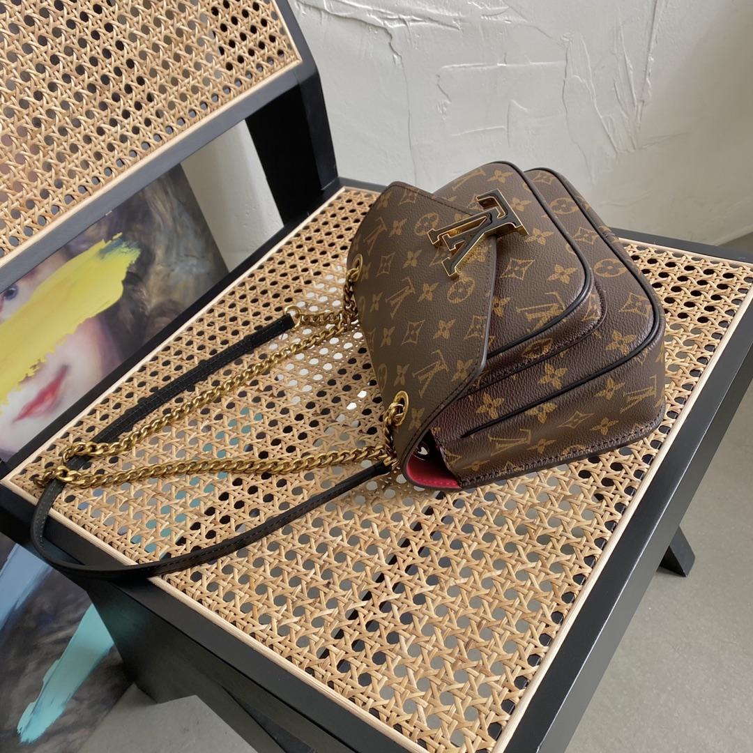 【¥1200】LV新款链条包chain邮差45592 经典老花 兼具都市时尚感与休闲风