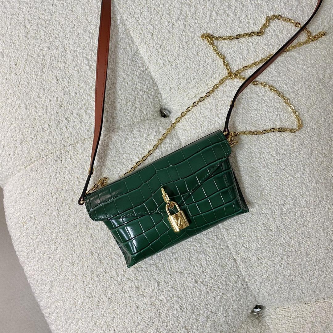 【¥1050】2021春夏小信封锁头包55672 鳄鱼纹搭配金属小锁扣 小巧精致且高级感爆棚