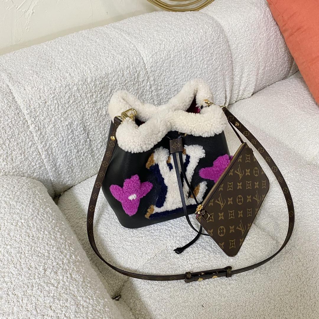 【¥1800】LV泰迪绒水桶包56963 是冬天的感觉 站主推荐