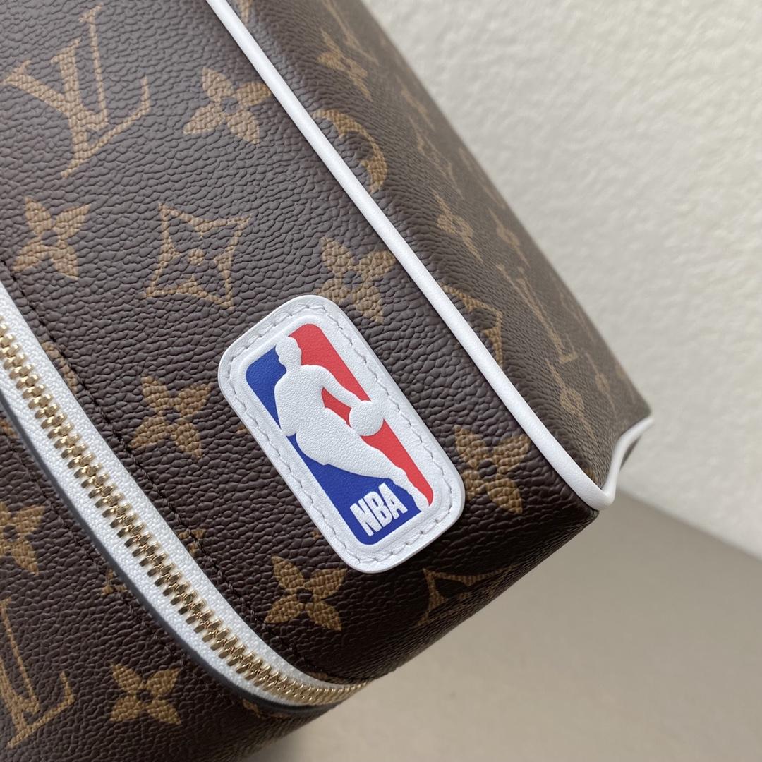 【¥830】NBA限量联名系列洗漱包47628 满满的直男风 随意的运动感
