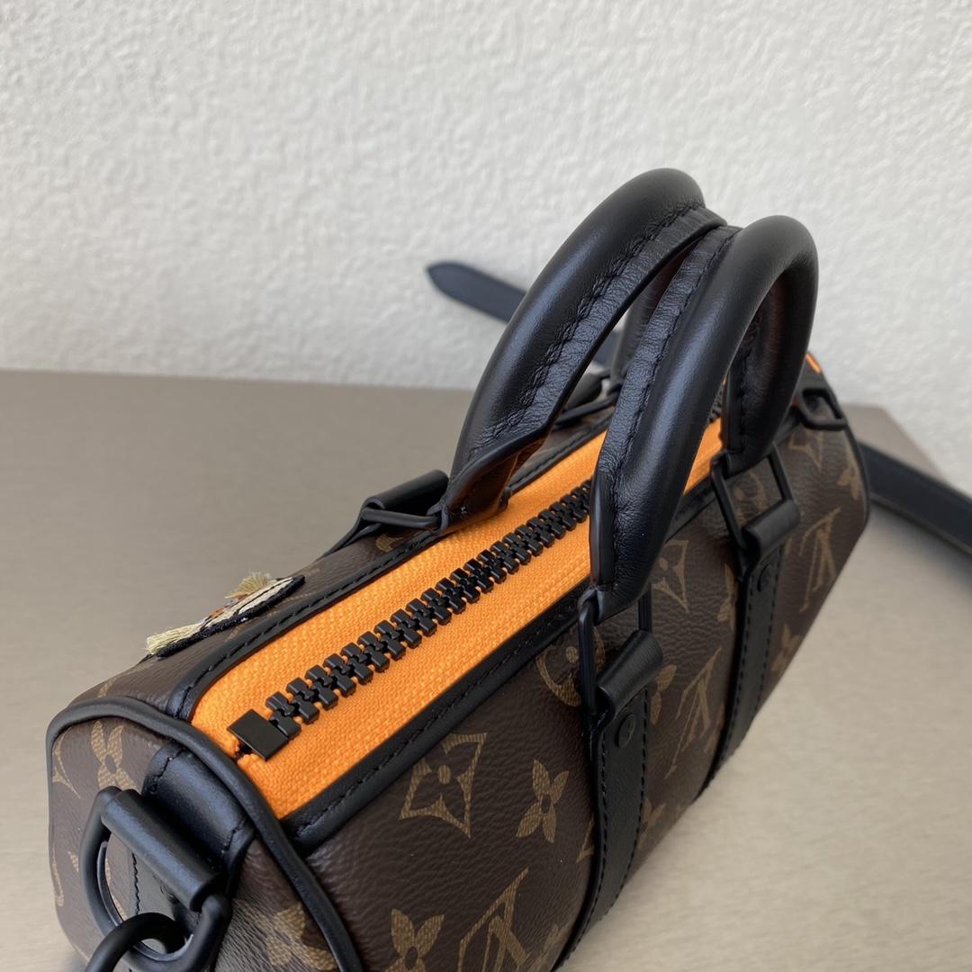【¥830】驴家2021秀款zoooom with friends系列 公仔枕头包80201 经典与街头风的完美碰撞 打破设计局限