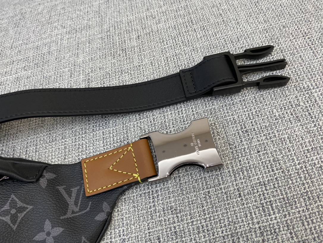【¥980】LV爆款腰包/胸包45220 男女通用 帅呆了