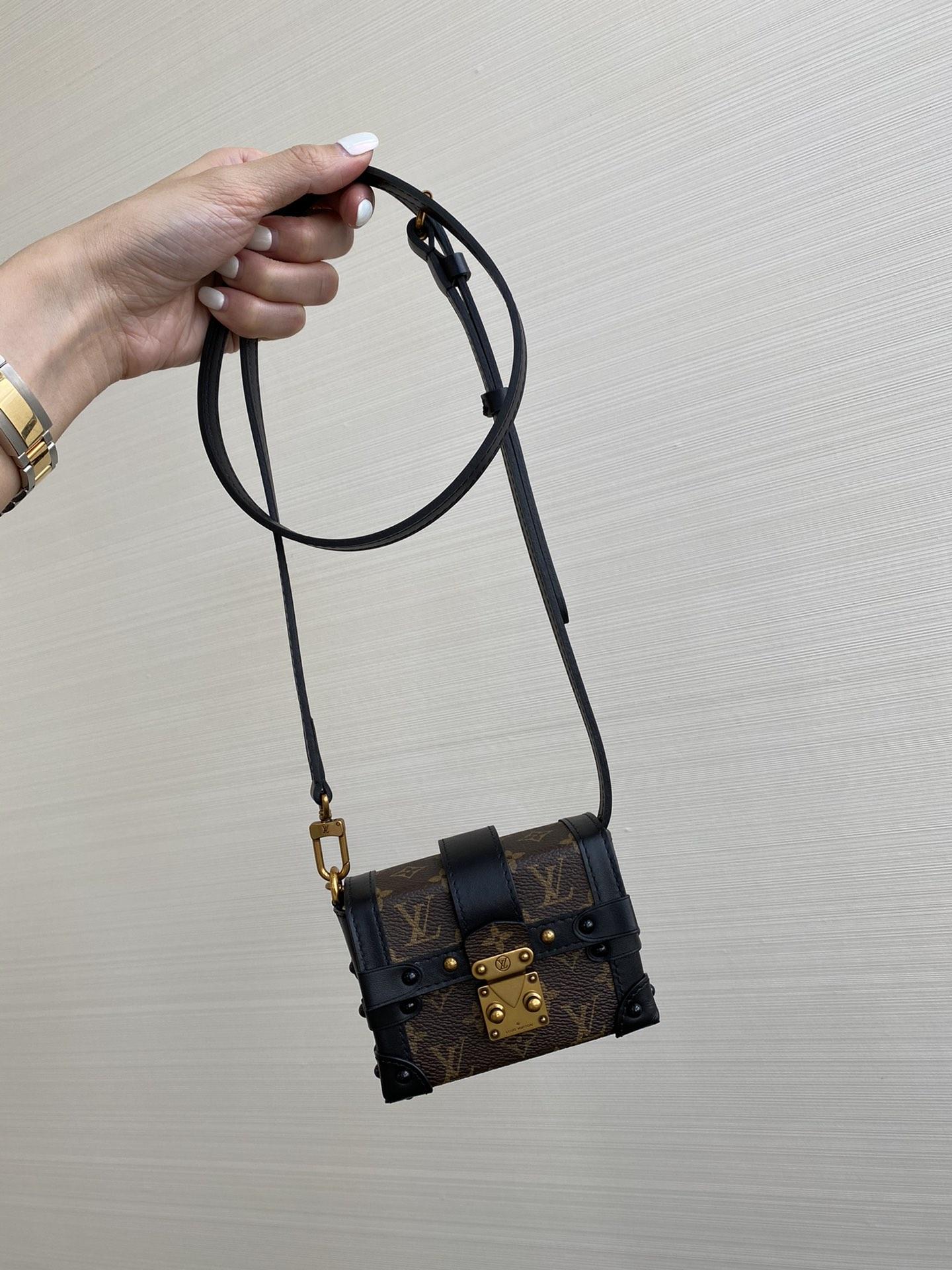 【¥650】驴家mini小箱包小号44188 经典复古带点小可爱 可手拿可当挂饰